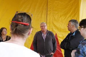 Cirkusdirektör Bengt Källquist är besviken över att det bara var moderaterna som kom för att se djuren på cirkusen.