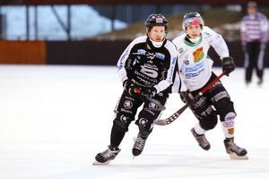 Johan Östblom har haft sin bästa säsong någonsin, med 29 poäng i grundserien. Tack vare det fick också ryska Neftjannik upp intresset.