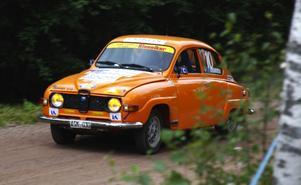 En Saab V4 från 1972 med Leif Alge från Enskede bakom ratten. Foto:Christian Larsen