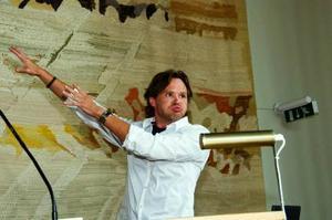 Mikael Genberg är sonsonson till jämtländske konstnären Anton Genberg. Nu pågår forskning om Mikaels roll som entreprenör.