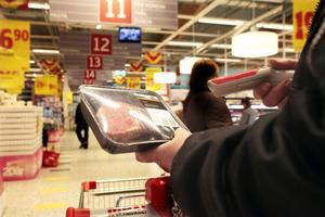 Systemet med självscanning bygger på att kunden själv läser av varans pris med hjälp av en bärbar scanner.