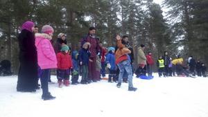 Det var mycket folk i pulkabacken under vinterkalaset i Österfärnebo.
