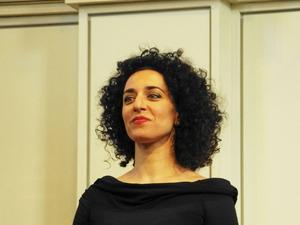 Katerina Roussou har en mäktig mezzosopranstämma.
