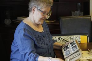 I handen har Irma Larsson sin finaste ägodel. Ett fotoalbum från sin barndom som överlevt i snart 70 år. Albumet har bland annat överlevt en husbrand.
