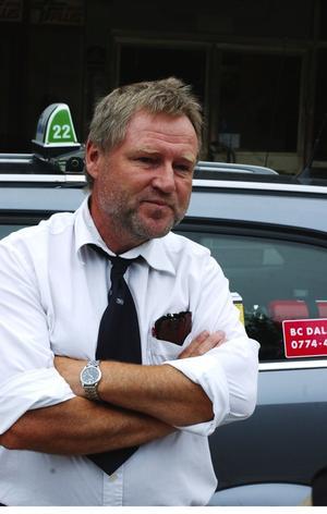 Olle Bäckström, taxiförare, Avesta: – Det är otäckt när mördare går lösa. Hoppas det här blir uppklarat. Det är ju ett misslyckande när ingen är fast trots att det gått ett år efter mordet. Foto:Börje Gustafson