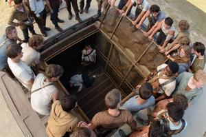 En gång i månaden levereras en ny pojke med en mystisk hiss i