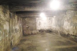 En av gaskamrarna.