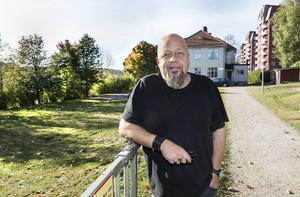 Bengt Persson, en av föreståndarna på Slink in, utanför verksamhetens lokal.