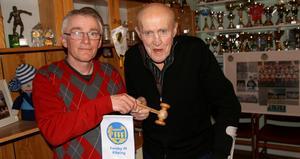 """Gösta """"Prosten"""" Andersson nöjer sig med 54 år som ordförande i Forsby FF. Tommy Larsson tar över."""