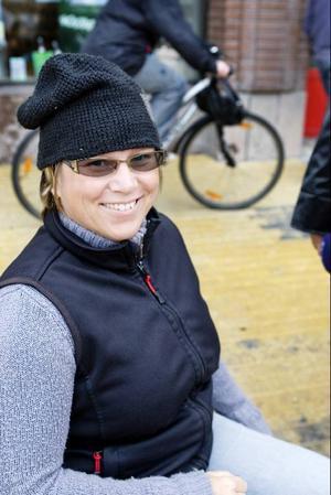 Zandra Reppe som tävlar i bågskytte från rullstolen tycker att mycket har blivit bättre, men tillgängligheten kan ändå bli bättre i Östersund.
