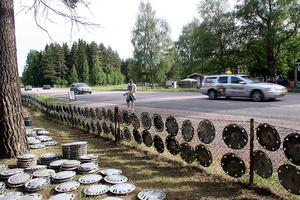 Ronnie Lundqvists staket med navkapslar under