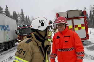 Räddningstjänsten hade fullt upp på olycksplatsen i snöyran.