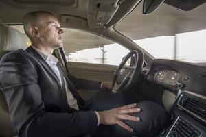 Självkörande bilar ska ingå i ett testprojekt om några år.  Erik Coelingh, säkerhetsspecialist på Volvo.