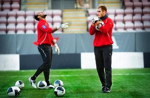 Josh Wicks, till vänster, och Tomer Chencinski, höger, tränade med ÖSK i början av november. För Chencinski blir det inget spel i klubben.