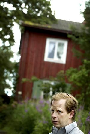 Gammal parallell. Gårdsområdet där familjen bor har varit bebott sedan 1600-talet. Husen är emellertid från 1800-talet, samma århundrade som haflingerhästens ursprung räknas till. Foto:Karin Rickardsson