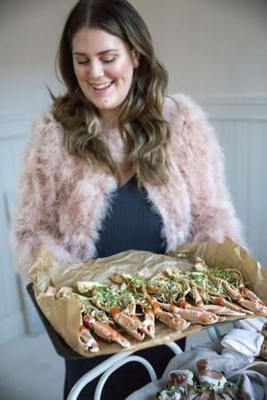 Madeleine Johnson bjuder på gratinerade havskräftor med smak av gröna örter på nyår.