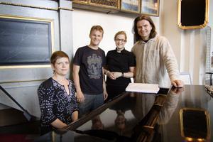 En Vis mässa kommer Jenny Christoffersson, Albin Högare, Ingrid Natander och Anders Skogh att bjuda på tillsammans med Temakören. Det blir på torsdag kväll i Bollnäs kyrka.