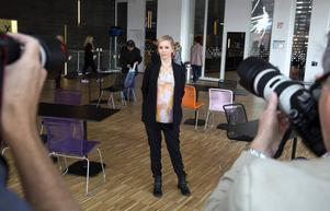 Tv-tittare i 160 länder behöver inte vänta längre – nu får de återse Sofia Helin i rollen som Saga Norén, från Länskrim Malmö, i tv-serien