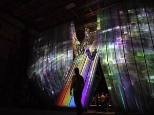 Scengolvet på Metropolitan har fått förstärkas för att klara tyngden av scenografin som väger 45 ton. Foto: Metropolitan