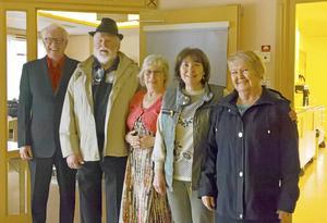 En samling moderiktiga PRO:are från Mora agerade mannekänger när vårmodet presenterades.