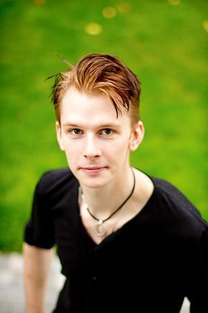 Koimiker och skådis. Tobias Jacobsson kan ses på Gasta i kväll och på bioduken i julhelgen.