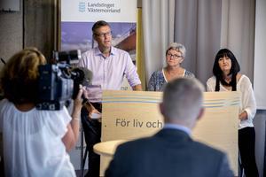 Erik Lövgren (S), Ewa Back (S) och Annicka Burman (V) presenterade besparingar som ska ge 160 miljoner.