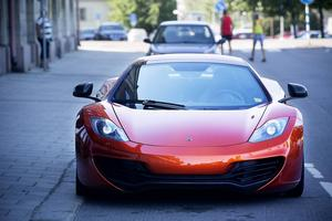 320 km/tim och en acceleration 0-100 km/tim på tre sekunder. McLaren är en sportbil utöver det vanliga.