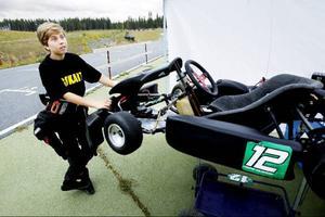 Fredrik Holgesson är helt såld på att köra karting. Snabbheten är det som lockar mest.