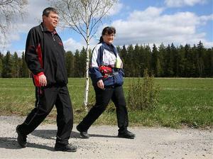 Kent och Carin Edin är två av de som via Vandringssektionen på Sollefteå sjukhus arrangerade vandringarna i helgen. De har tidigare snitslat banan själva och skall även gå alla sträckor en gång till och snitsla av.