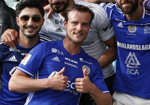 Eric Larsson firar efter en seger hemma mot Halmstad tidigare under säsongen.