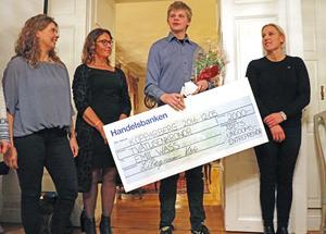 Prisceremoni för entreprenörskap. På bilden Jeanet van Dam, Lena Ragnarsson Vöks, Emil Wass och Ann-Sofie Almén.