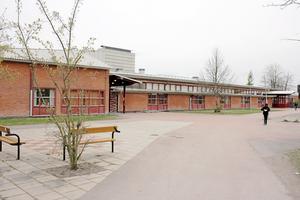 Bäckbyskolans högstadieklasser läggs ner i höst.
