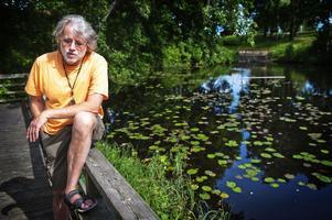 orolig för fisket. Ulf Stridsberg oroar sig för att sommarlovsfisket i Dalbritas damm inte ska kunna fortsätta om tjuvfisket inte upphör.
