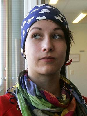 Lena Mattsson, Änge, hoppade av gymnasiet.