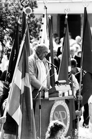 Metallbasen Leif Blomberg första maj-talar i Folkets park i Västerås 1984.