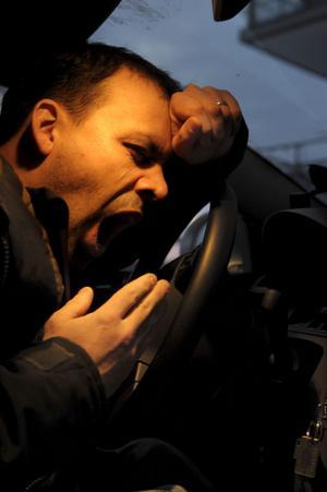 Att köra väldigt trött kan jämföras med att köra bil alkoholpåverkad. Om man varit vaken i 20 timmar och kör, kan detta jämställas med 0,8 promille alkohol i blodet.