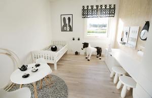 Dottern Lovelia, 4 år, har ett rum som går i samma stil som resten av huset.