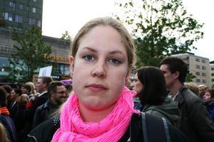 Varför är du här och demonstrerar mot SD?Ida Löfqvist, 28 år, Yrke: psykolog, Bor: Örebro– Det är viktigt att ta ställning mot saker som inte är okej. Jag protesterar mot idéerna, inte hur folk har röstat.