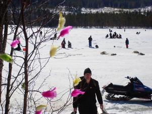 142 deltog i årets Påskpimpel på Boggsjön i strålande sol.