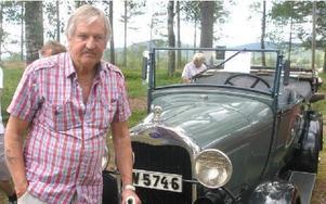 Curt Nygårds visade upp sin Ford från 1929.FOTO: ROLF JOHANSSON.