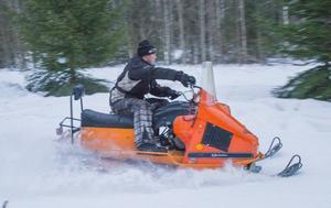 Det är roligt med gamla snöskotrar men det gäller att ha reservdelar förklarar Erik Svedberg, Norrbo.