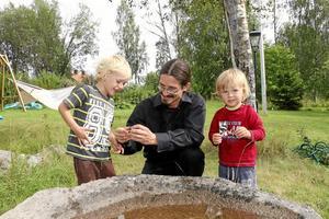 Miljöpartist. Företagaren och fritidspolitikern Ruben Wickenhäuser har sitt ursprung i Tyskland, men hör i dag hemma i Järnboås där han trivs bra. Hans hjärtefråga inför valet är miljön med klimatförändringen i fokus, men även landsbygdens överlevnad ligger honom varmt om hjärtat. Här tillsammans med sönerna Raphael och Jonathan.