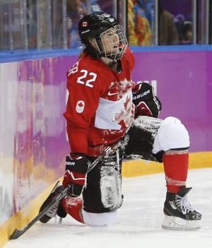 Hayley Wickenheiser har varit på Philadelphia Flyers träningsläger två gånger och spelat med IFK Arboga och Linden Hockey samt i den finska andraligan, med män.