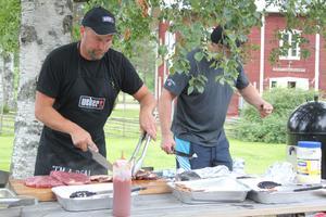 Christer Karlsson är egentligen elektriker. Men på måndagen var han grillmästare och bjöd besökarna på sina bästa grilltips.