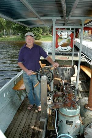 KAPTEN. Åke Larsson har renoverat stora delar av båten som nu ska transportera människor och inte timmer.