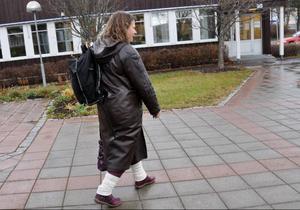 """Eva Hellstrand rusar iväg från kommunhuset och vill inte låta sig intervjuas. Alla frågor viftas bort med ett envist """"Inga kommentarer!"""". Förhandlingarna om makten i Åre börjar allt mer likna amerikansk teve."""