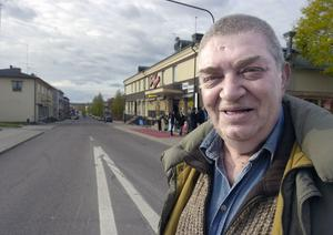 Ståuppkomikern och skådespelaren Sacha Mesic är sol och vårare i Småstadsliv 2.