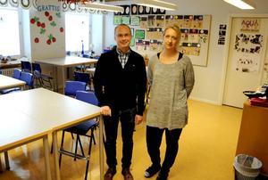 Patrik Gärd, rektor, och Anna-Karin Wahlberg Näslund, vill att problemet med den dåliga luften rättas till.