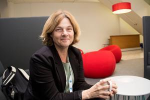 Iva Gunnarsson, forskare vid Karolinska universitetssjukhuset, fick 2017 års stipendium till Nanna Svartz minne under reumatikerdagarna på Aros Congress center i Västerås.