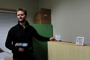 Johan Sidéns fuktmätare av papper kan användas till förpackningar och i väggar. Den är billig att tillverka och ska ha evig livslängd.